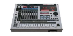 Роланд MC-808